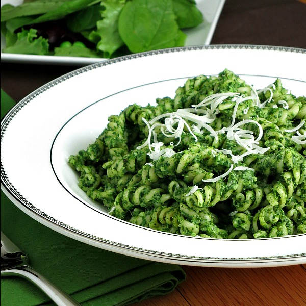 Spinach Pesto Pasta | alidaskitchen.com