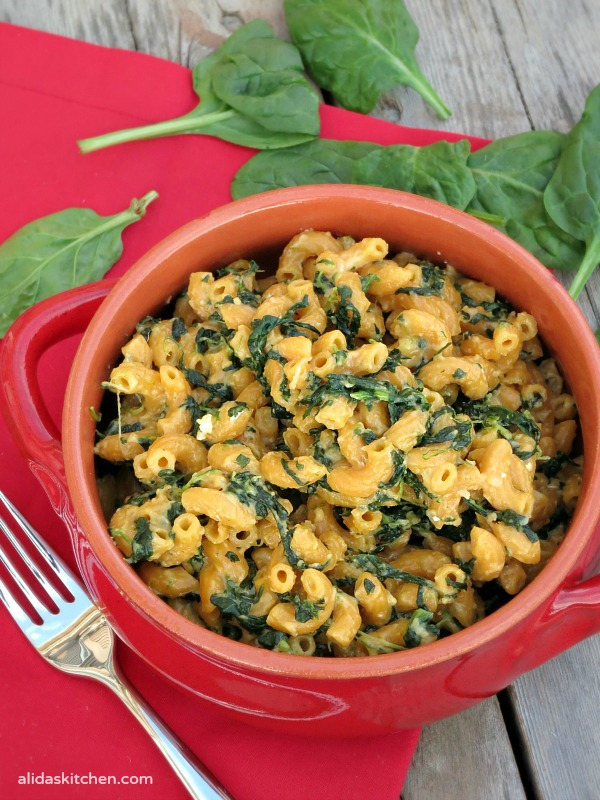 Stove Top Spinach Macaroni and Cheese | alidaskitchen.com