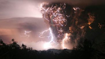 Nature's Fury: 30 Chilling Photos of Natural Hazards 2
