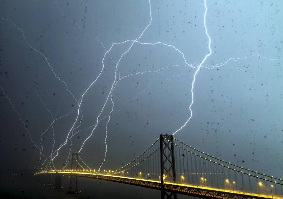 Bay-Bridge-Lightning-San-Fransico