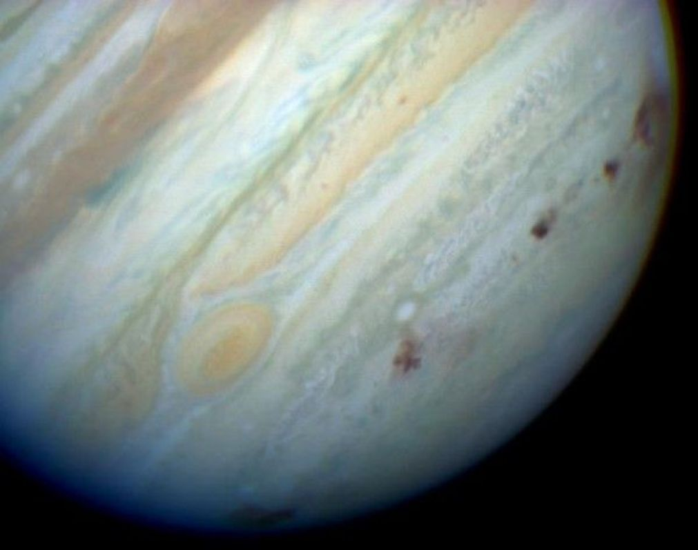 Jupiter_showing_SL9_impact_sites-600x473-compressor