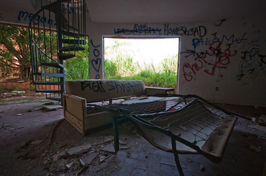 abandoned-ufo-house-homestead-florida-4