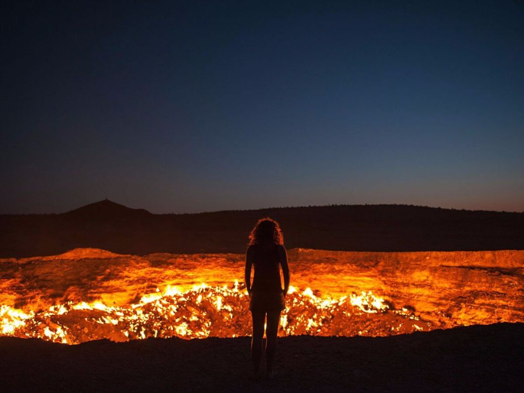 the-door-to-hell-in-turkmenistan-has-been-burning-its-flames-since-1971-somehow-the-hole-continues-to-burn-since-it-was-accidentally-drilled-into-by-geologists