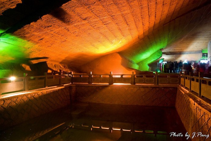 Did The Anunnaki Build This 2,000 Year Old High Tech Cave System In China?
