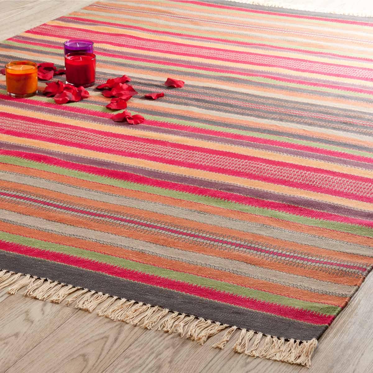 tapis multicolore maison du monde tapis peau de vache maison du monde. Black Bedroom Furniture Sets. Home Design Ideas