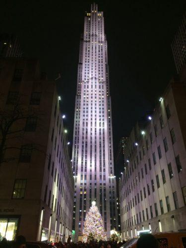 ニューヨーク・マンハッタンのロックフェラーセンターとクリスマスツリー