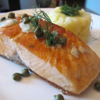 Salmon with capers and dill sauce