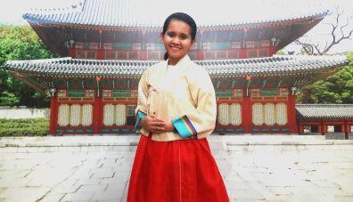 CL in hanbok.