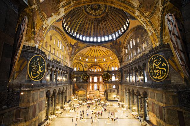 Istanbul-Hagia-Sophia-interior.jpg