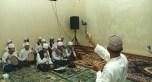 Staf Kelurahan Kalimulya, Dewanto, merekam kegiatan perayaan Maulid Nabi.