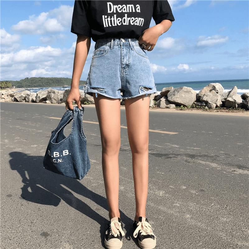 Джинсовые шорты с необратанным краем