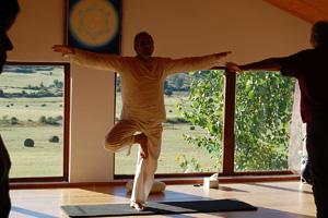 yoga y Meditación. Senderismo. Consciencia Sensorial. Talleres de Desarrollo Personal Danzas del Mundo, Bailes y Conciertos.
