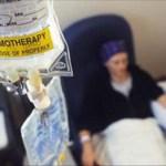 Doctor de Berkeley afirma que las personas mueren por la quimioterapia, no por el cáncer [Observa]