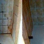 Este método para limpiar los azulejos del baño es 100 veces más potente que el CLORO