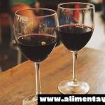El consumo moderado de alcohol protege las arterias