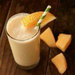 Cómo preparar un licuado de melón, papaya y fresa para disminuir la celulitis