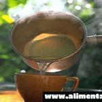 Aquí está por qué debe beber agua caliente con el estómago vacío cada mañana