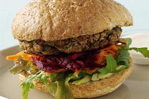 Queso ahumado y hamburguesa de lentejas