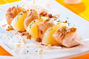 Brochetas de pollo con piña