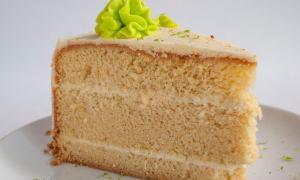 Prăjitură umedă cu cremă de ness