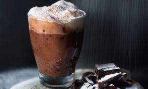 Ciocolată caldă cu cremă de nuci
