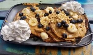 Clătite delicioase cu banane şi frişcă