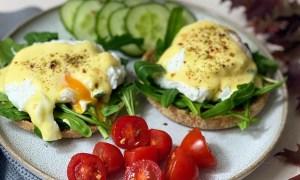 Ouă Benedict pentru mic dejun