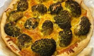 Pizza cu broccoli şi parmezan