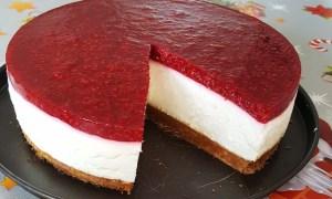 Cheesecake cu dulceaţă de zmeură