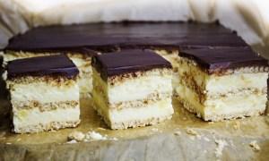 Prăjitură cu cremă de brânză şi biscuiţi