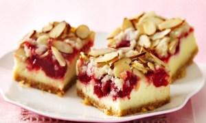Prăjitură cu migdale şi cireşe