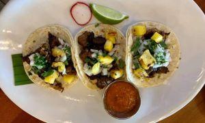 Tacos cu pui şi ananas