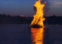 1024px-MidsummerNightBonfire