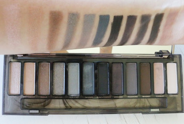 Imagem: http://www.kandeej.com/2015/06/come-see-new-urban-decay-naked-smoky.html