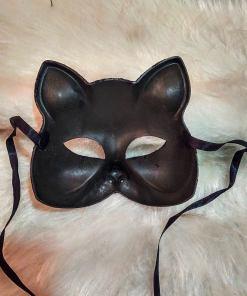 Transforme-se em uma Gata com a Máscara Gato com Glitter, ela é perfeita para complementar a sua fantasia de Gatinha. Para compor o look sugerimos um Body ou um vestidinho preto, e pronto uma perfeita Gatinha