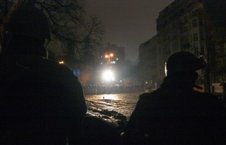 Defenders of barricades against the Police formation