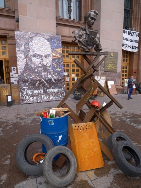 Makeshift monument to Taras Shevchenk near the Kiev City Hall