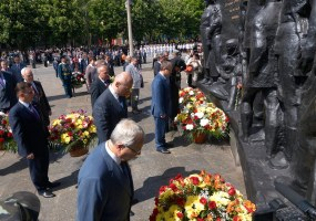 """Officials laid flowers to the """"Victory"""" monument"""