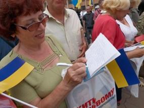 Woman write a question to Poroshenko