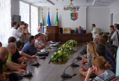 Activists in a conference hall of City Hall of Krivoy Rog speak to mayor