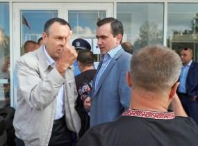 Head of «Union of citizens of Krivoy Rog region» Vladislav Shtefan tries to enter to the Krivoy Rog City Hall