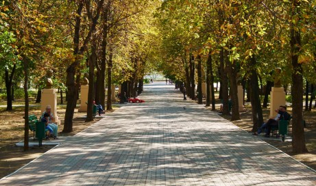 Main alley of City Garden of Mariupol