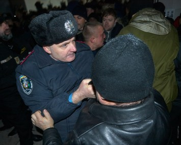 The Head of th e City Police Department tries not to get people inside the City Hall