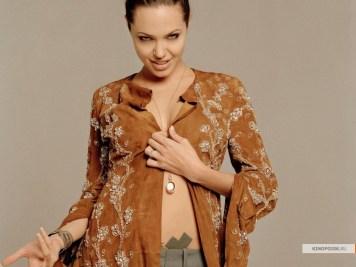 kinopoisk.ru-Angelina-Jolie-751146_1024