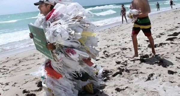 Miami_Beach_Plastic_Bags_grande.jpg