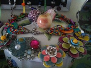 Pre-knolling: Using Necklaces for Decoration