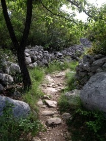 Path in the mer des roches