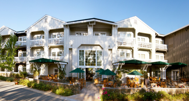 The aptly named River Terrace Inn has an unparalleled