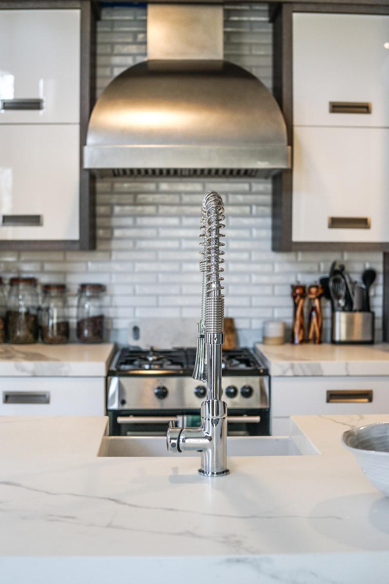 Bellmont Cabinets DXV Sonoma Faucet Rangecraft Farmhouse Pottery Oceanside Glasstile Neolith Countertop