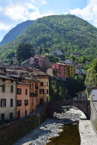 Argegno river and houses